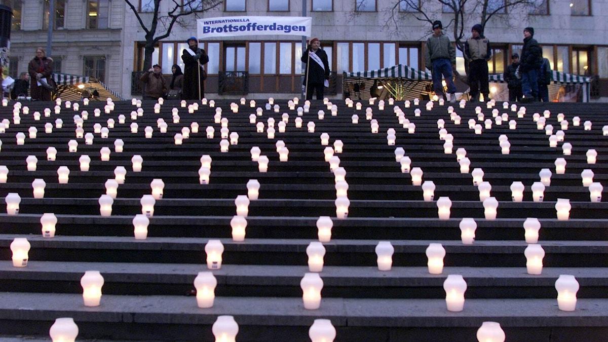 Ljusmanifestation för brottsoffer