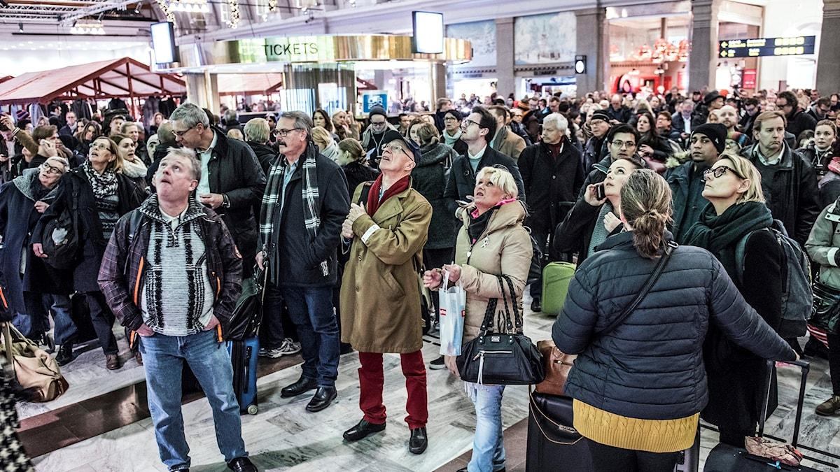 I december 2015 blev hundratals tågresenärer strandsatta på Stockholms centralstation på grund av stormen Helga.