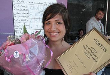 Maria Eliadis vinnare i Svensktoppen nästa på Gotland 2009. Foto: Henrik Wallenius/SR Gotland