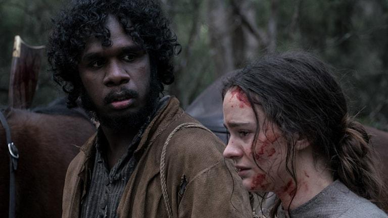 "Baykali Ganambarr och Aisling Franciosi i ""The Nightingale""."