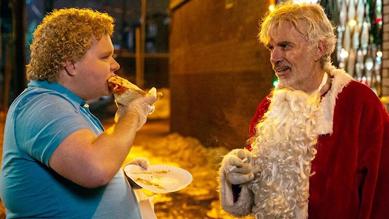 Brett Kelly och Billy Bob Thornton i Bad Santa 2. Foto: Scanbox Entertainment.