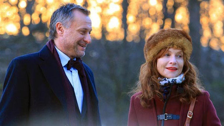 Michael Nyqvist och Isabelle Huppert i En tripp till Paris. Foto: Studio S Entertainment.