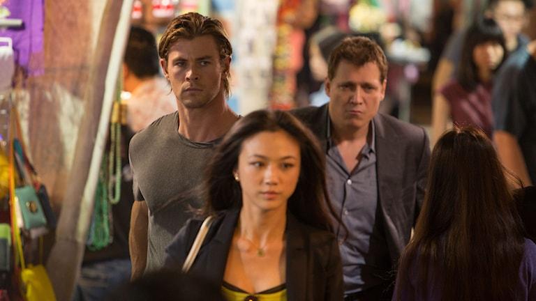 Chris Hemsworth, Wei Tang och Holt McCallany i Blackhat. Foto: UIP.