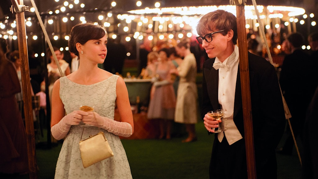 Felicity Jones och Eddie Redmayne i Theory of Everything. Foto: UIP.