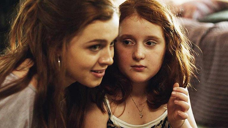 Amy Deasismont och Rebecka Josephson i Min Lilla Syster. Foto: Scanbox Entertainment.