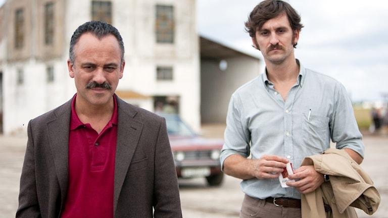 Javier Gutiérrez och Raúl Arévalo i Marshland. Foto: Njutafilms.