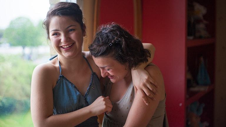 Julia och Johanna Yunusova i Blodssystrar. Foto: Jens Klevje.