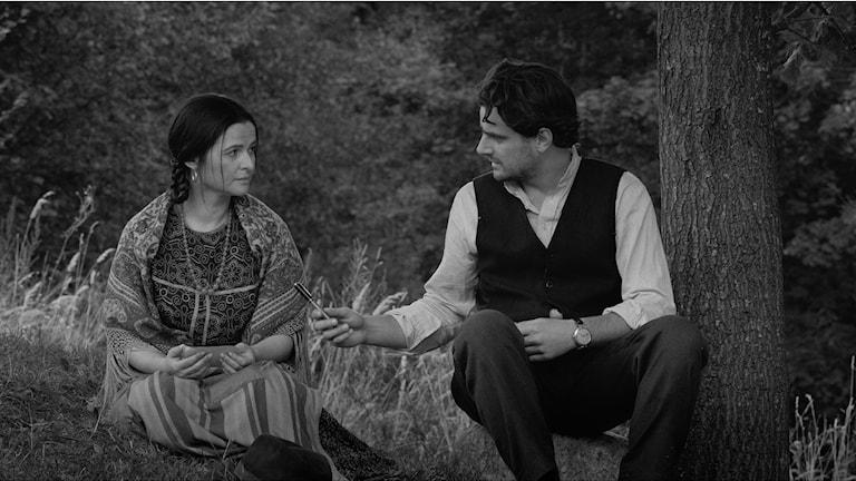 Jowita Budnik och Antoni Pawlicki i Papusza - Den romska sången. Foto: Njutafilms.