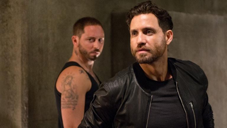 Mattias Varela och Edgar Ramirez i Point Break. Foto: Noble Entertainment.