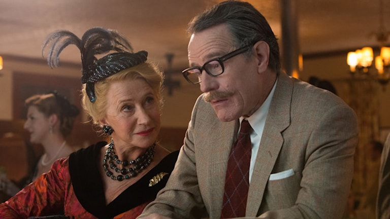 Helen Mirren och Oscarsnominerade Bryan Cranston i Trumbo. Foto: Scanbox Entertainment.