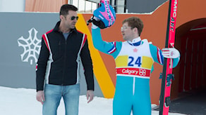Hugh Jackman och Taron Egerton i Eddie the Eagle. Foto: Fox Movies.