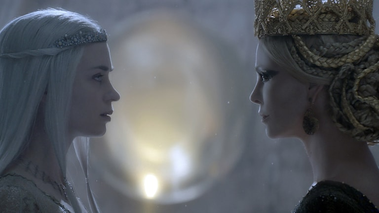 Emily Blunt och Charlize Theron i The Huntsman: Winter´s war. Foto: UIP.