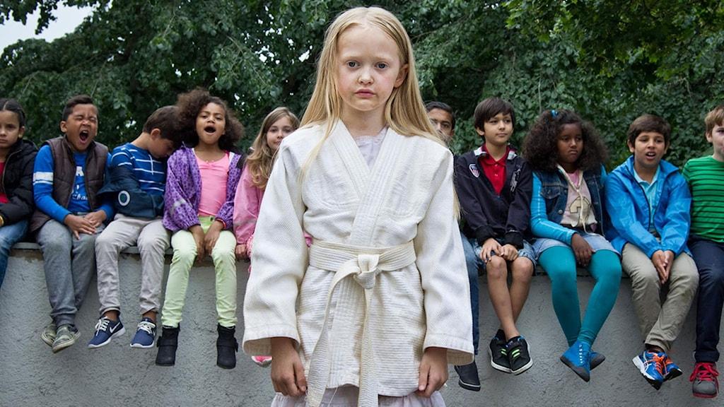 Esther Quigley som flickan i Suzanne Ostens Flickan, mamman och demonerna. Foto: TriArt.