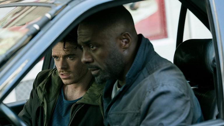 Richard Madden och Idris Elba i Bastille Day. Foto: SF.