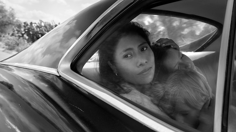Yalitza Aparicio som hushållerskan Cleo i Roma. Foto: Netflix.