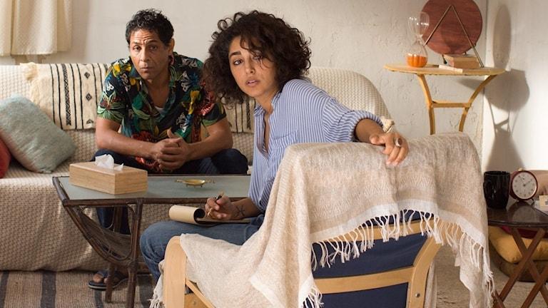 """Golshifteh Farahani spelar Selma som tar emot i """"Terapi i Tunisien""""."""