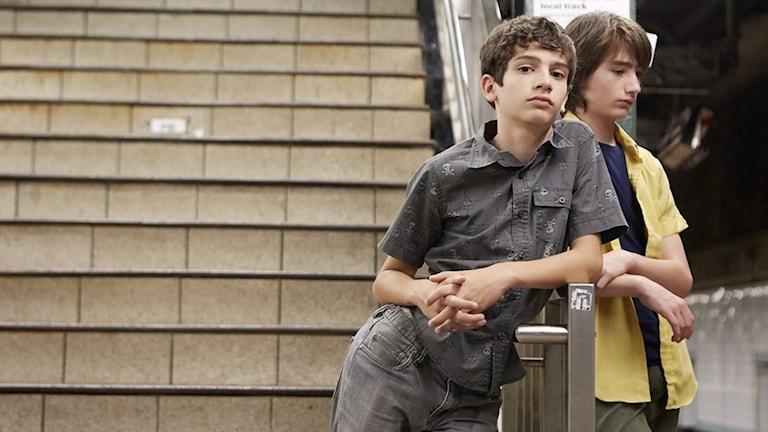 Michael Barbieri och Theo Taplitz i Little Men. Foto: NonStop Entertainment.