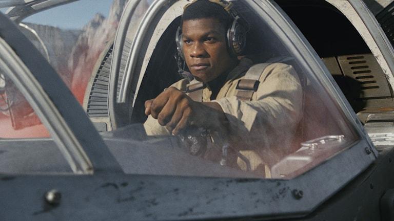John Boyega som Finn i The Last Jedi.