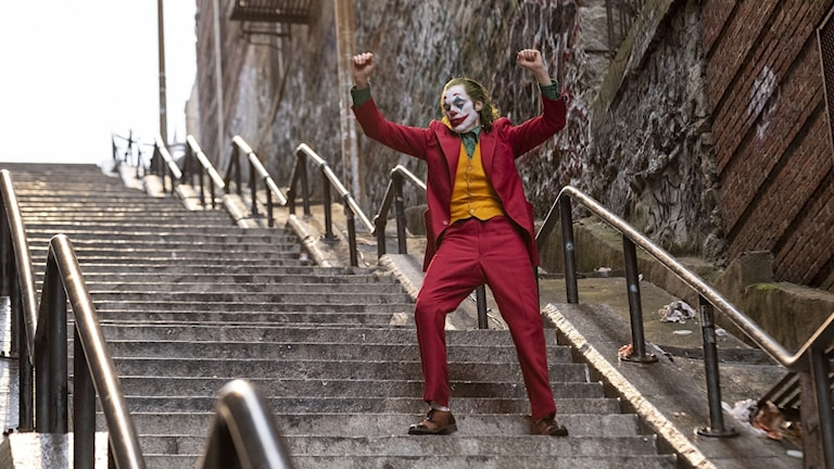 Joaquin Phoenix har huvudrollen som Jokern.