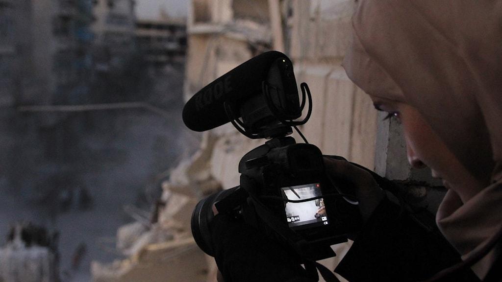 """Waad al-Kateab har filmat dokumentären """"Till min dotter""""."""