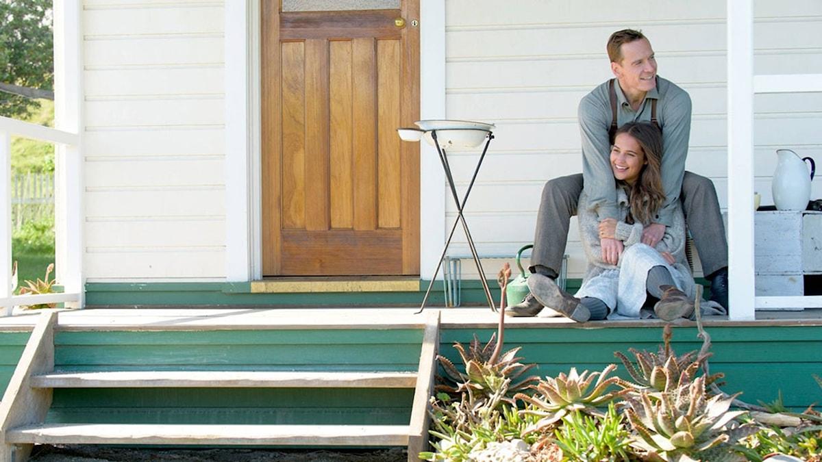 Michael Fassbender och Alicia Vikander i Fyren mellan haven. Foto: Nordisk Film.