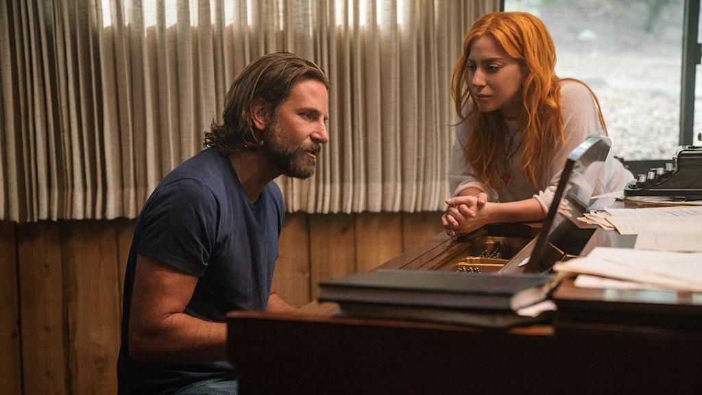 Bradley Cooper och Lady Gaga i A star is born. Foto: Fox Movies.