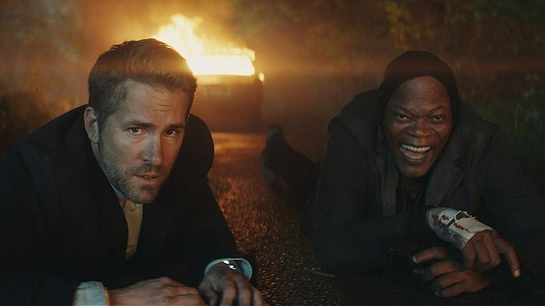 Ryan Reynolds och Samuel L. Jackson i The Hitman´s Bodyguard. Foto: Noble Entertainment.