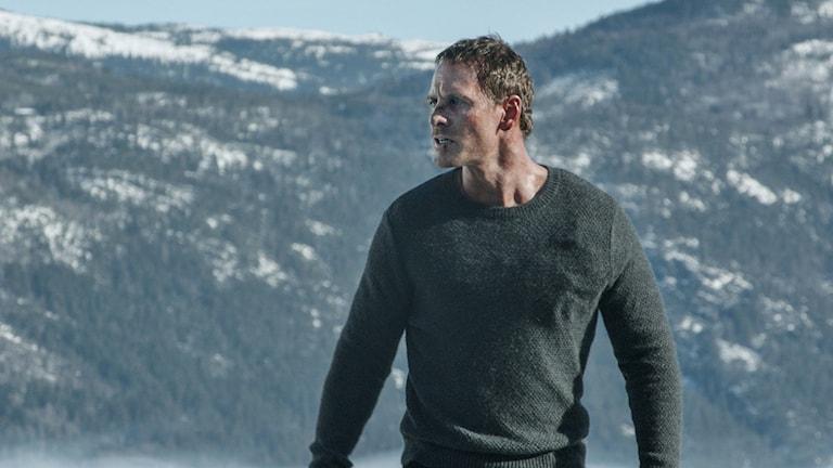 Michael Fassbender som Harry Hole i Snömannen. Foto: UIP.