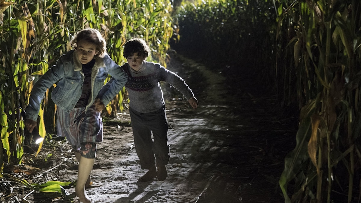 Millicent Simmonds och Noah Jupe i A quiet place. Foto: UIP.