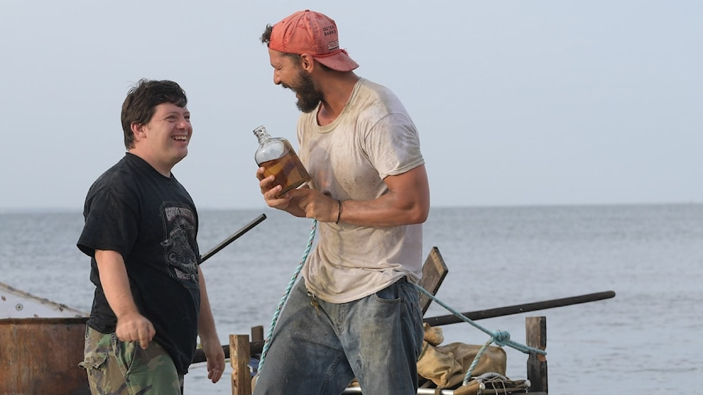 "Zack Gottsagen och  Shia LaBeouf i ""The Peanut Butter Falcon""."