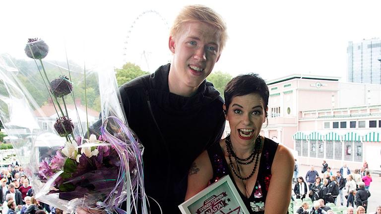 Kalle Johansson och Carolina Norén på Liseberg. Foto: Micke Grönberg/Sveriges Radio