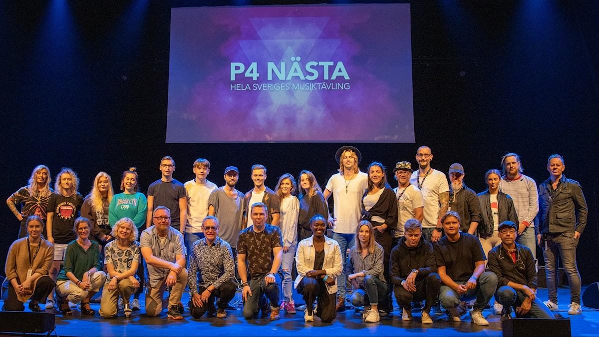 Alla finalister för P4 Nästa 2019 står på scenen.