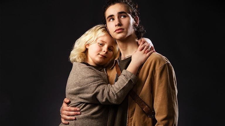 Leon Sandelius spelar Skorpan och Malte Myrenberg Gårdinger spelar Jonatan i den nyproducerade dramaserien Bröderna Lejonhjärta.