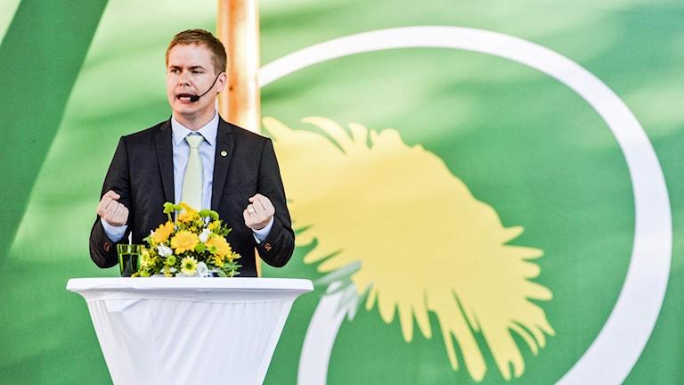 Gustav Fridolin håller tal i  Almedalen. Foto: Marcus Ericsson/TT.