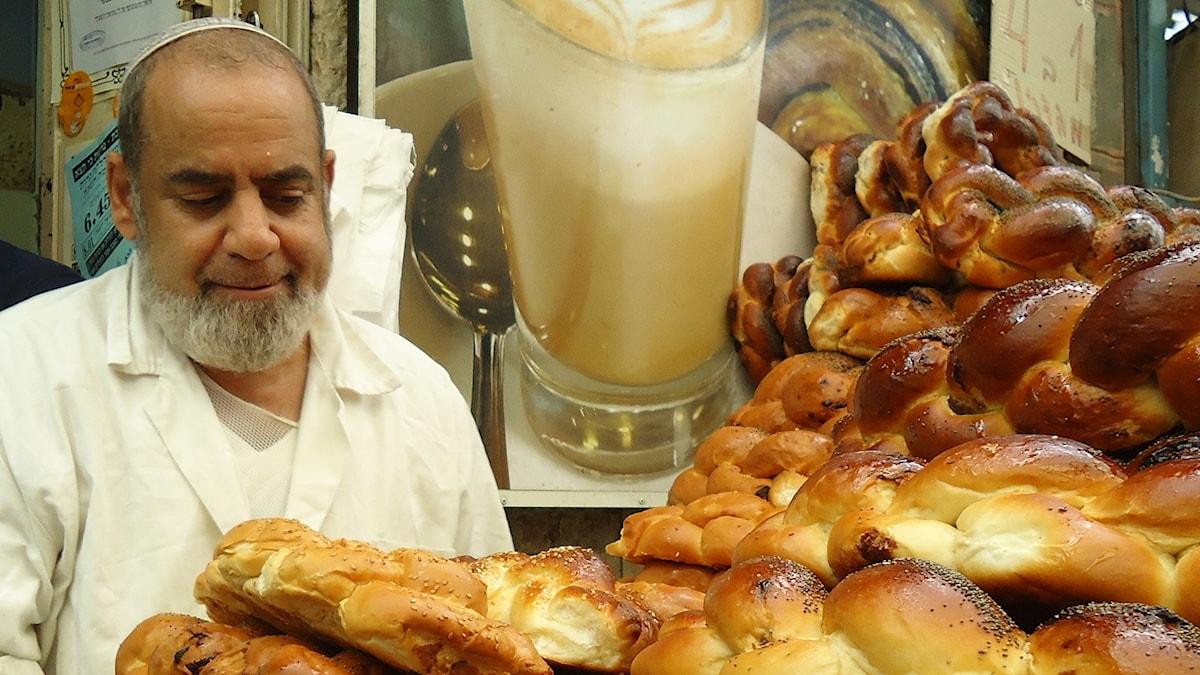 Judisk bagare med challe. Bild: Meg Stewart