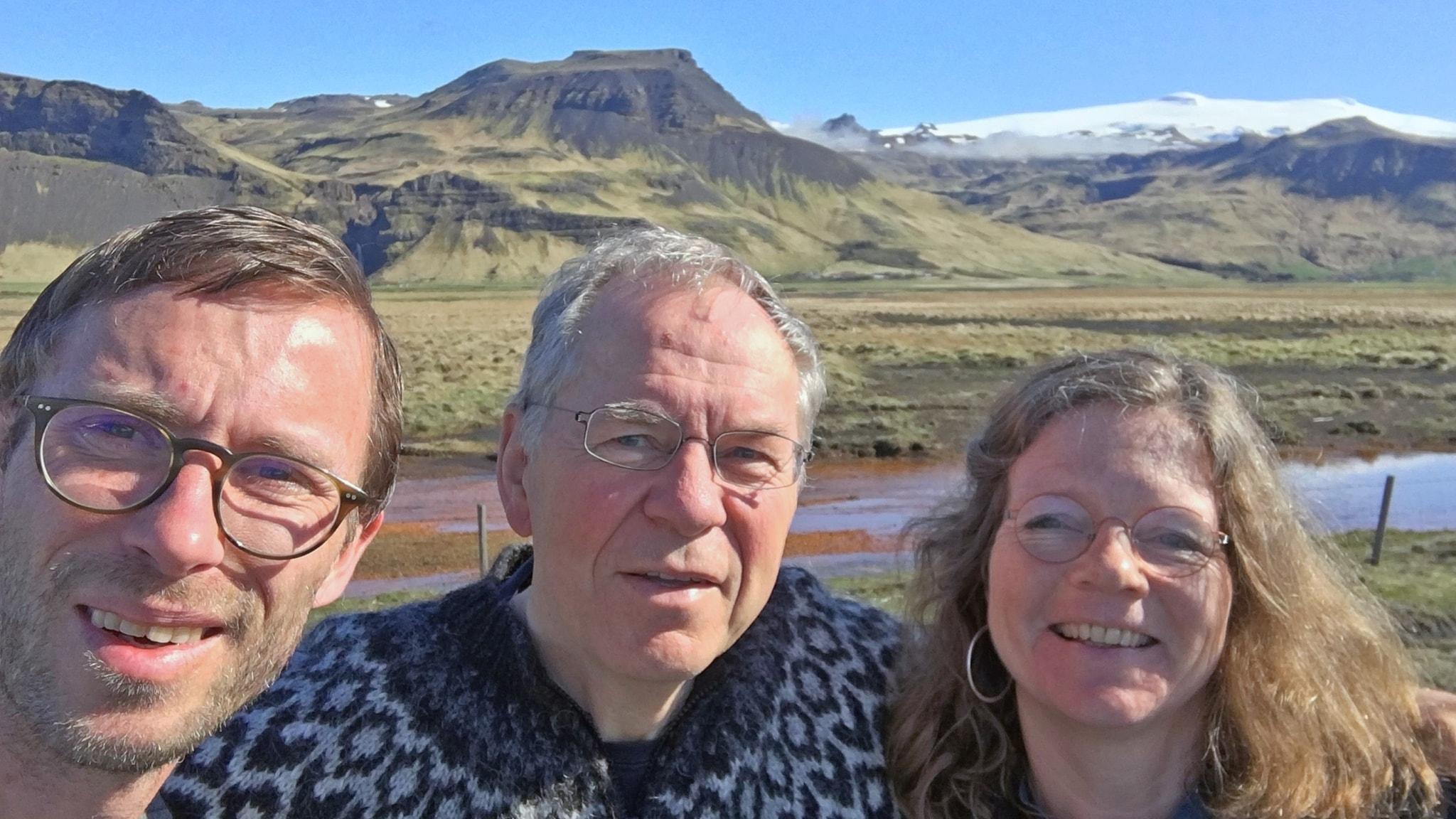 Björn Gunér, glaciologen Oddur Sigurdson och Lena Nordlund.