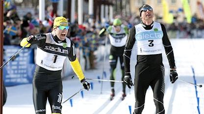 MORA 20110306 Jörgen Brink vinner Vasaloppet 2011 strax före Stanislav Reza söndagen den 6 mars. Foto: Ulf Palm / SCANPIX