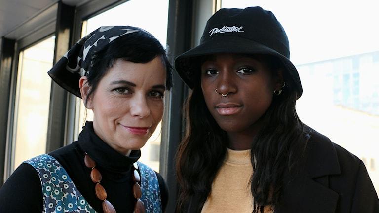 Carolina Norén och Sabina Ddumba (Foto: Ronnie Ritterland/Sveriges Radio)