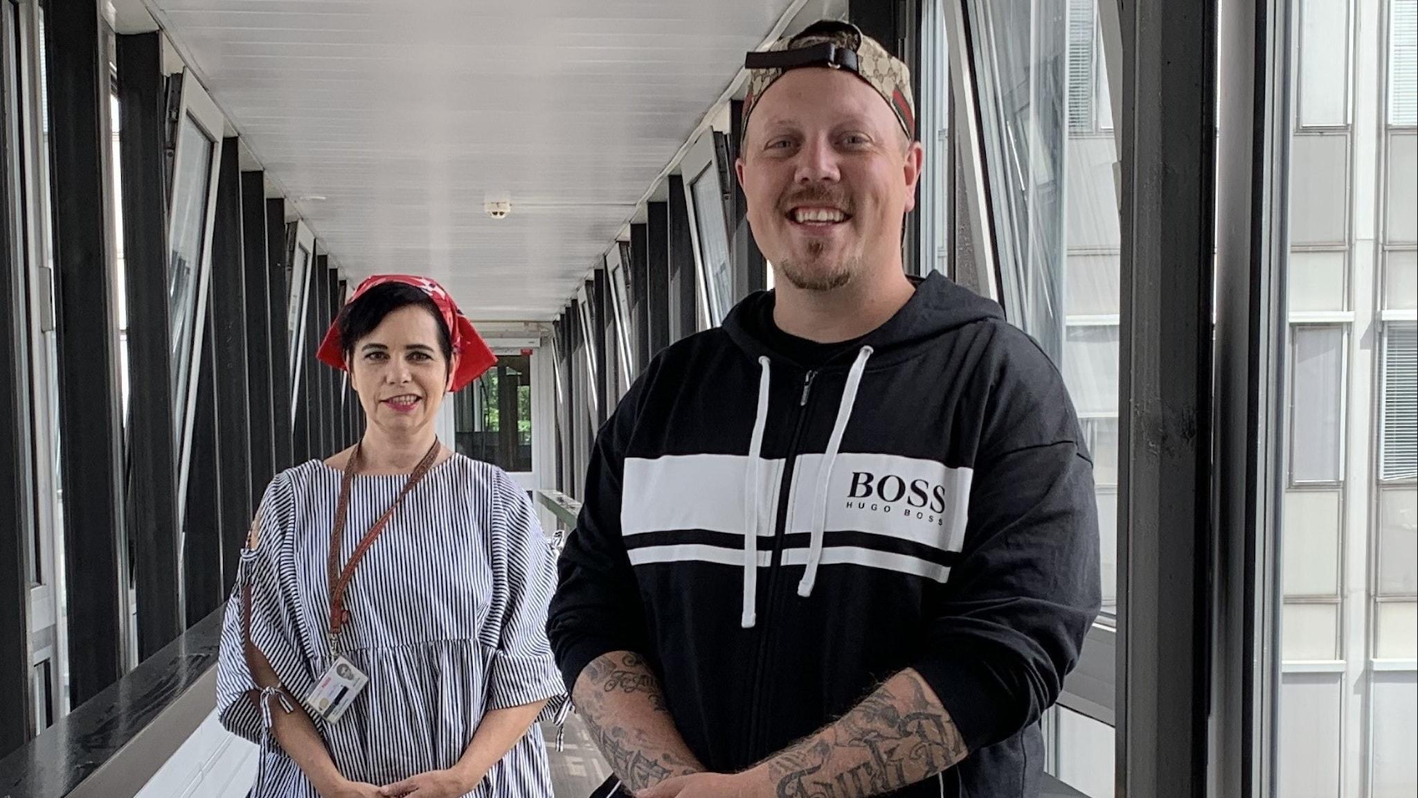 Sebastian Stakset  och Carolina Norén .