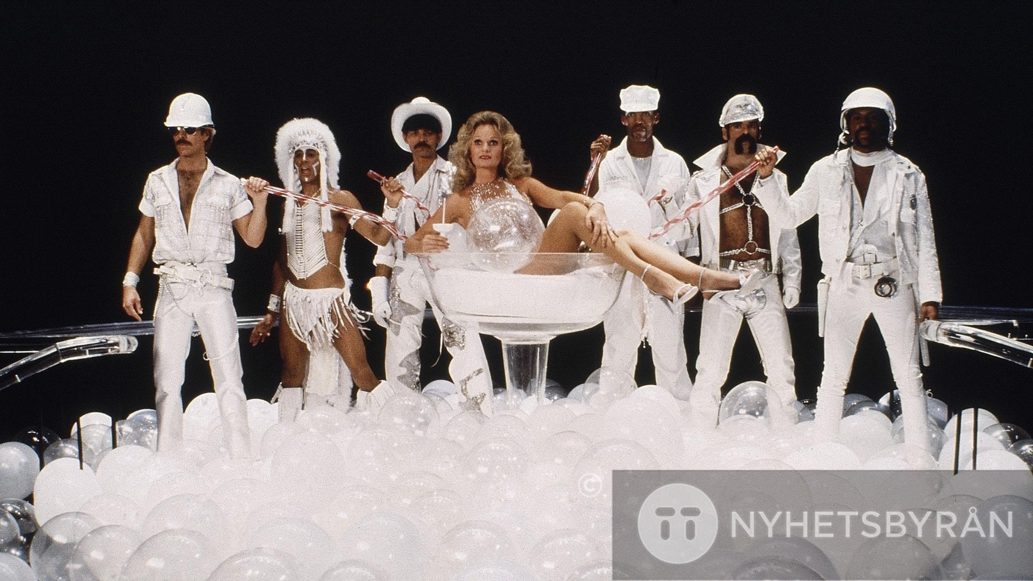 I del två om hitåret 1979 hörs disco men också lite rock och sång på både tyska och franska.