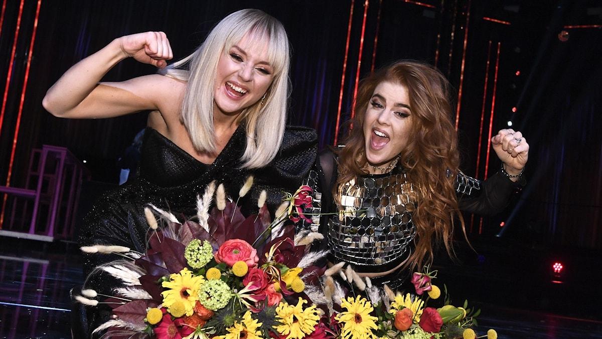 Dotter och Anna Bergendahl gick direkt vidare till final under Melodifestivalens deltävling två i Scandinavium på lördagen.