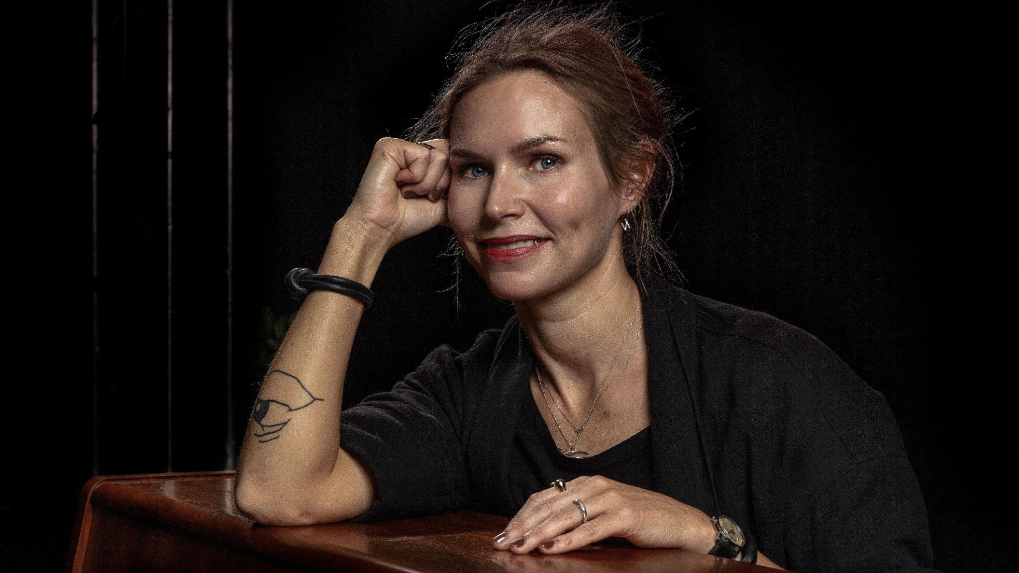 Nina Persson ser nöjd ut på en bild tagen år 2019