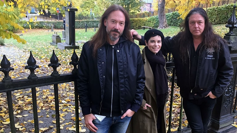 Joacim Cans och Pontus Norgren i Hammerfall tillsammans med Carolina Norén