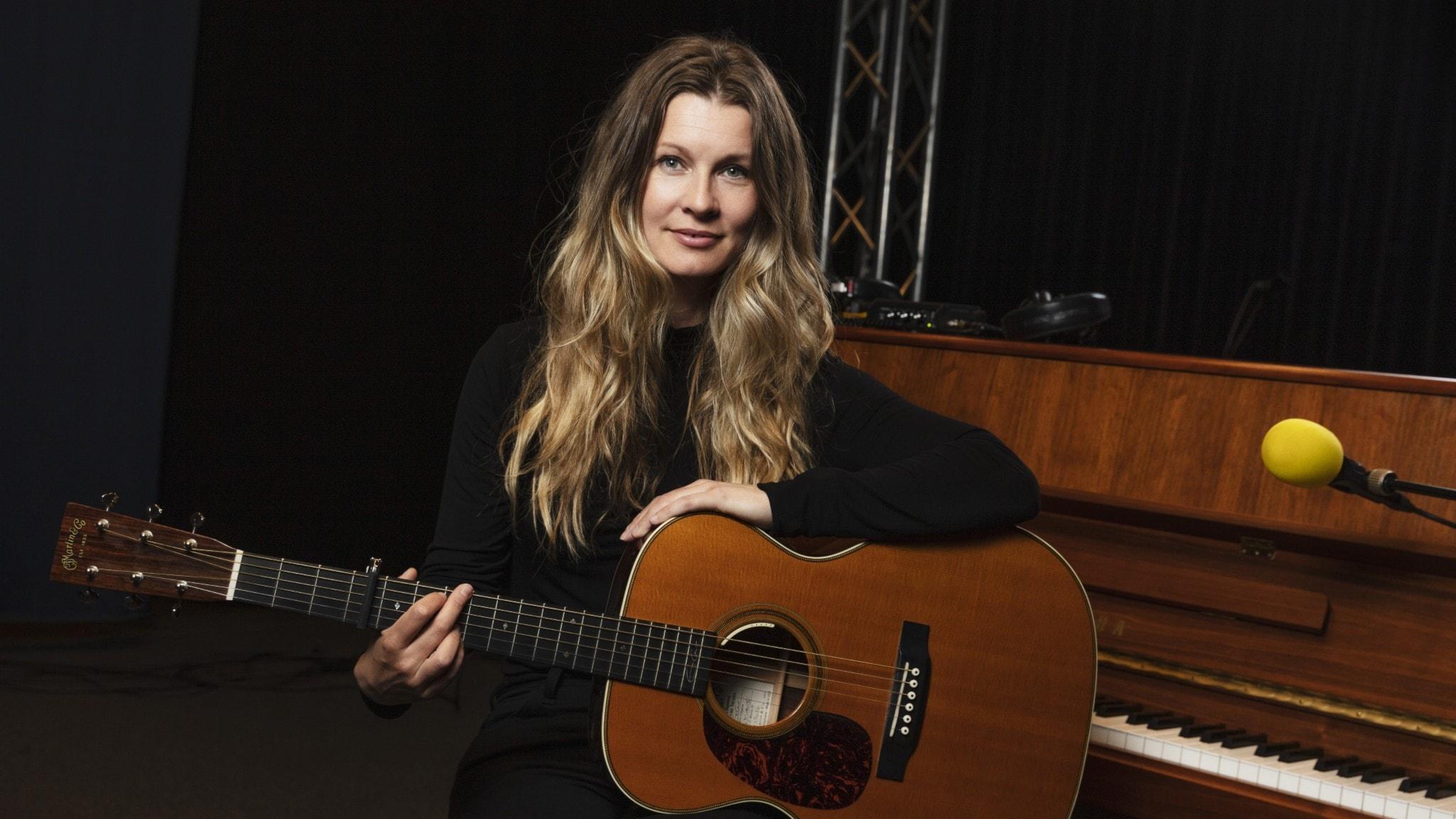 Hör färsk musik med Pernilla Andersson, Sarah Dawn Finer & Stiko Per Larsson - spela