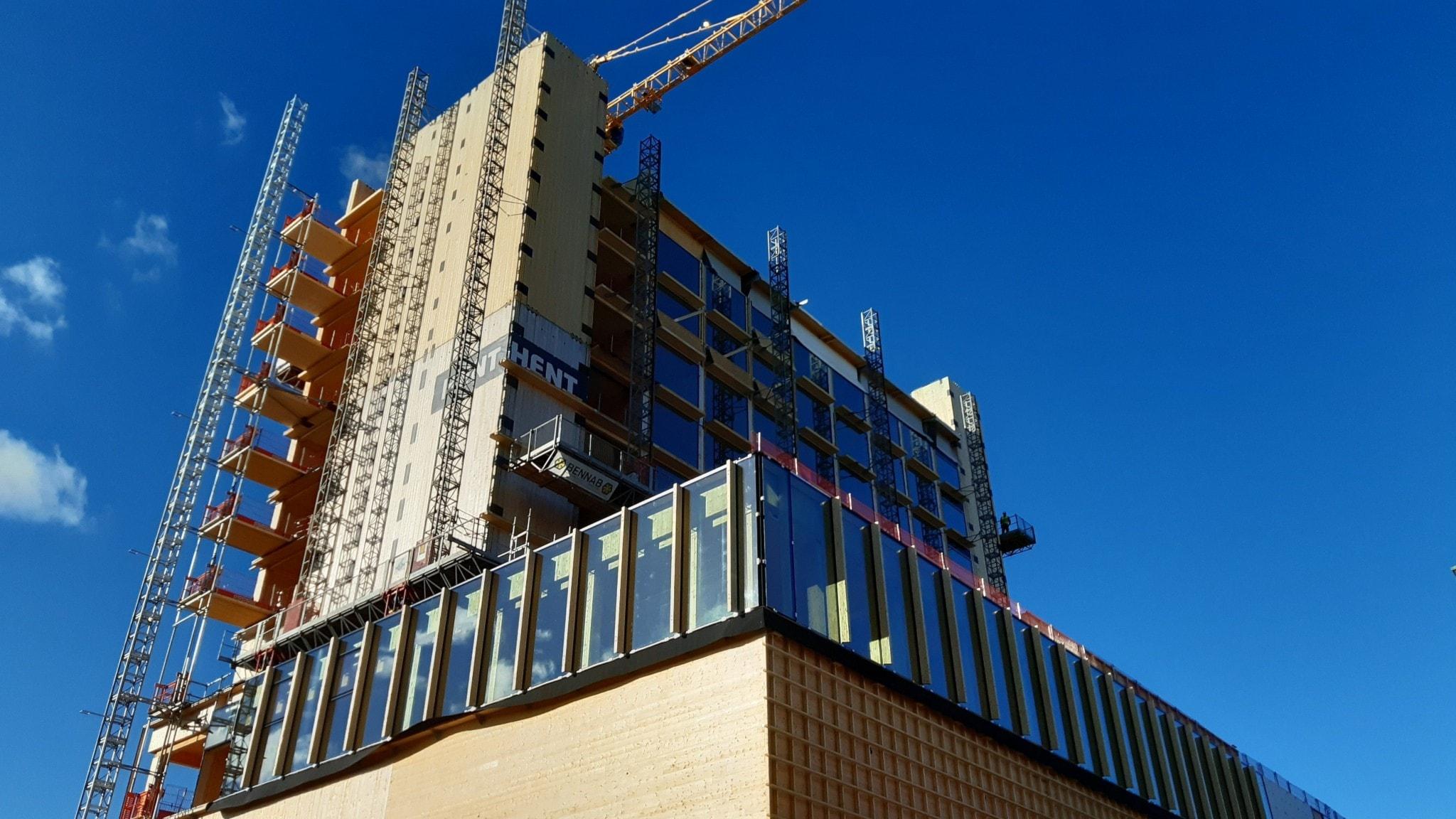 I centrala Skellefteå växer det nya kulturhuset fram. Av den höga hotelldelens tjugo våningar har elva våningar byggts hittills.