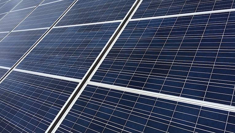 Solceller har blivit billigare och allt fler säljs i Sverige.