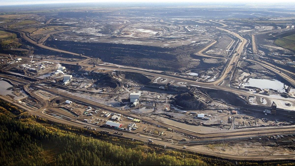 Oljesandsutvinning vid Fort McMurray, Alberta, Kanada. Foto: AP Photo/The Canadian Press, Jeff McIntosh