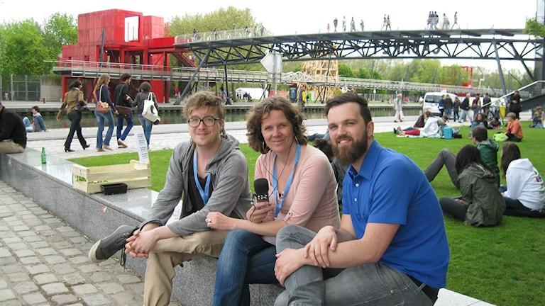 Mattias Jägerskog från svenska Skjutsgruppen och en av arrangörerna av festivalen. Här tillsammans med Klotets Marie-Louise Kristola och Christian Villum från Open Knowledge Foundation.