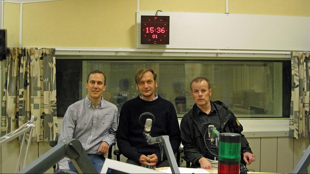 Vetenskapsradions Klotets Johan Bergendorff, Pelle Zettersten och Marcus Hansson blickar tillbaka på det gångna årets viktigaste miljöhändelser. Foto: Lisa Abrahamsson / Sveriges Radio