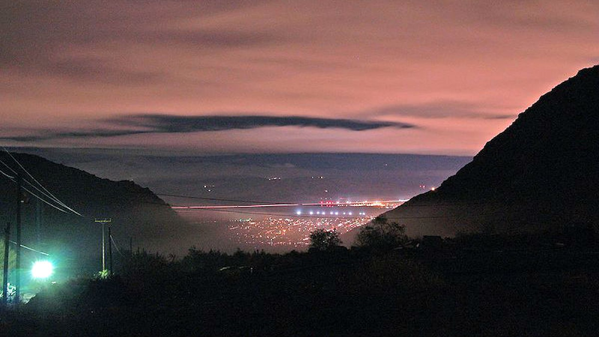 Ljus ses från stad